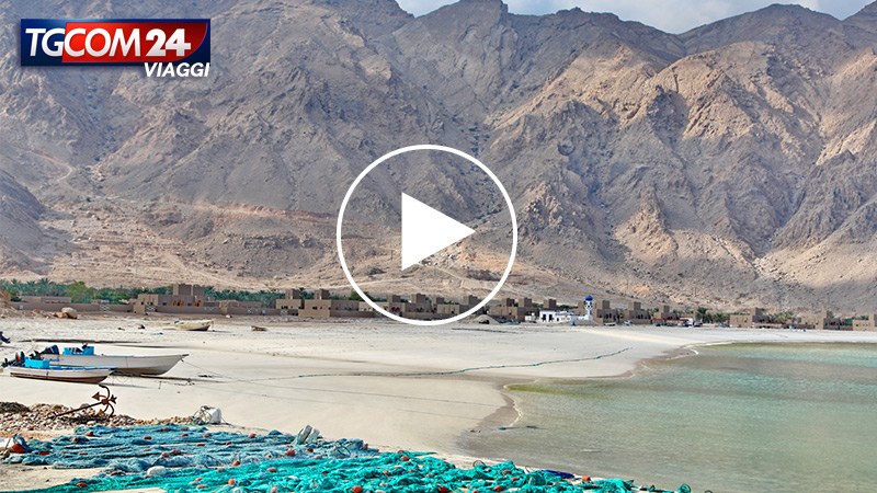 OMAN, BETWEEN DESERT AND SEA