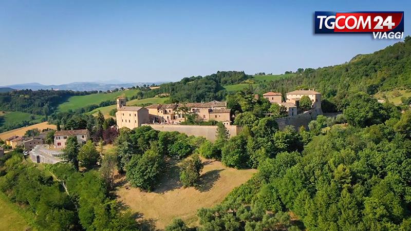 Montegridolfo: un borgo sospeso tra il tempo e lo spazio.