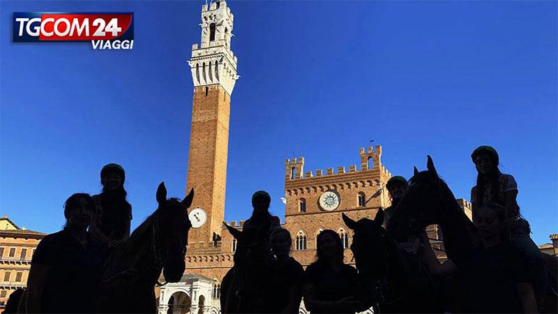 Siena: il tradizionale Palio e la storia medievale.